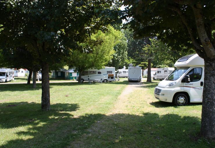 pitch in camping l'apamée