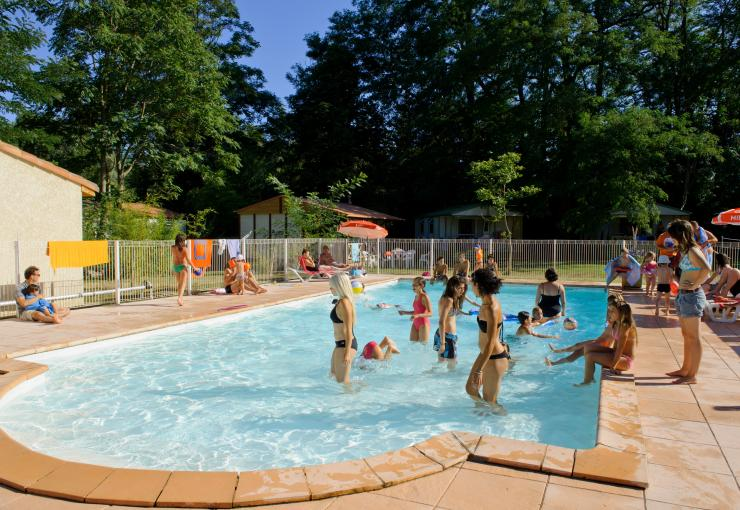 swimming pool at camping l'apamée