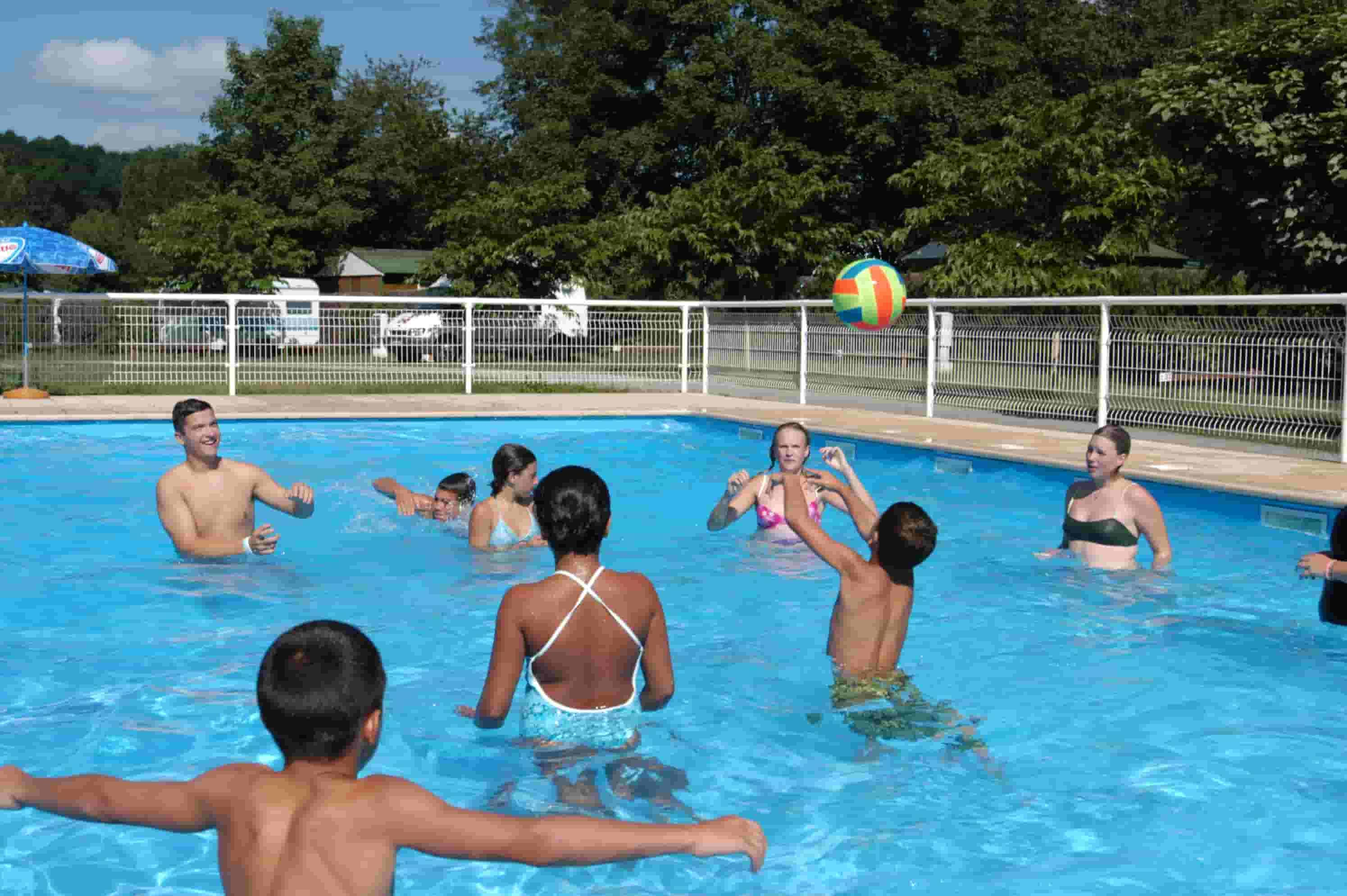 Camping with pool in foix pamiers maz res and durfort vacances ari ge pyr n es for Camping sites with swimming pools